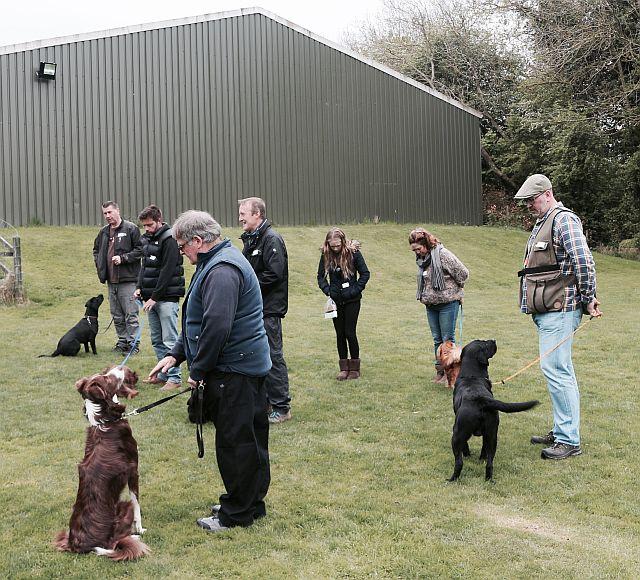 Workshop: Briefing on one of the truffle dog training exercises.